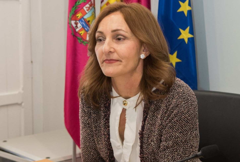 Un fuerte abrazo de despedida para Agustina Martínez Molina