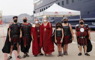 """Magnífica recepción ofrecida por Carthagineses y Romanos al crucero """"Mein Schiff 2"""""""